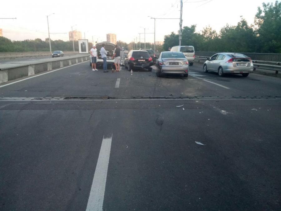 ДТП на Виадуке: столкнулись сразу четыре машины
