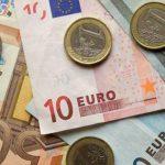 Узнайте, как изменятся доллар и евро в четверг