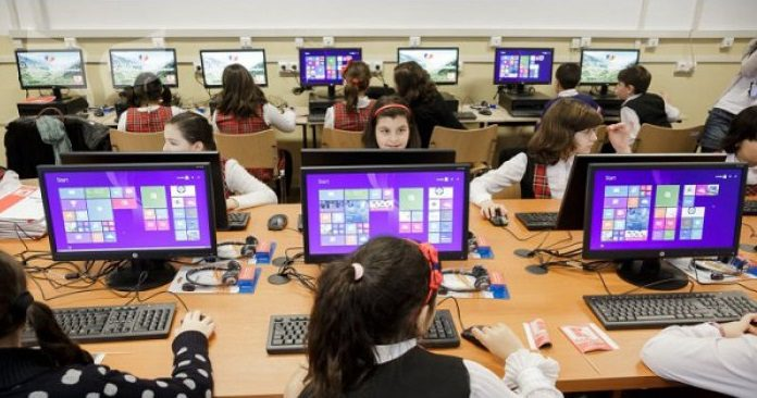 "В Молдове запущена акция ""Подари компьютер для образования"""