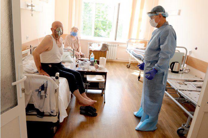 Cтоличные больницы перегружены из-за наплыва пациентов с коронавирусом