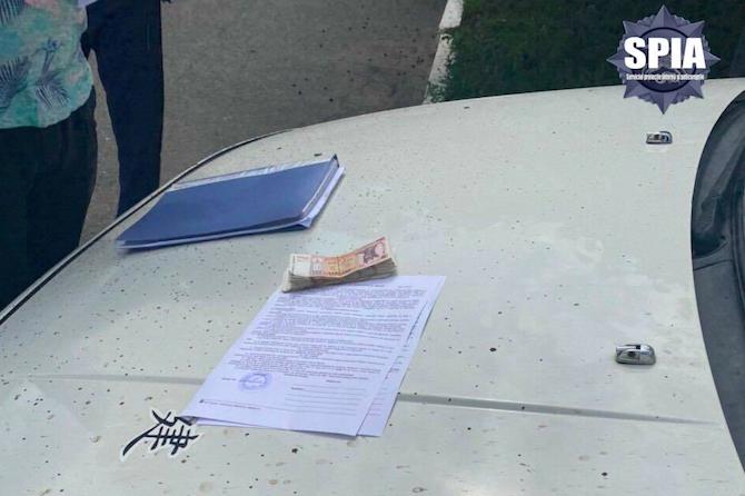 """Обещал за взятку """"отмазать"""" от тюрьмы: в Сороках задержали сотрудника полиции (ФОТО)"""