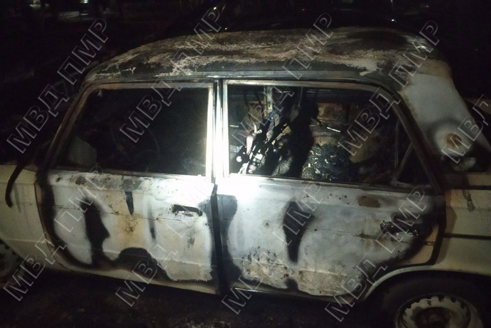 На стоянке возле жилого дома сгорел автомобиль