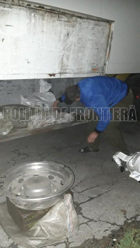 Пограничники задержали мужчину, перевозившего контрабандой пожарные рукава (ФОТО)