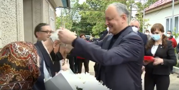 Игорь Додон наградил Орденом Республики еще одного ветерана ВОВ (ВИДЕО)