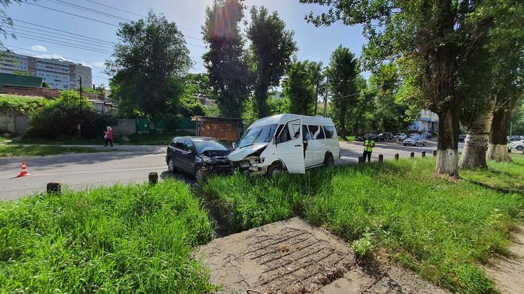 Три человека пострадали в жутком ДТП на Ботанике (ФОТО, ВИДЕО)