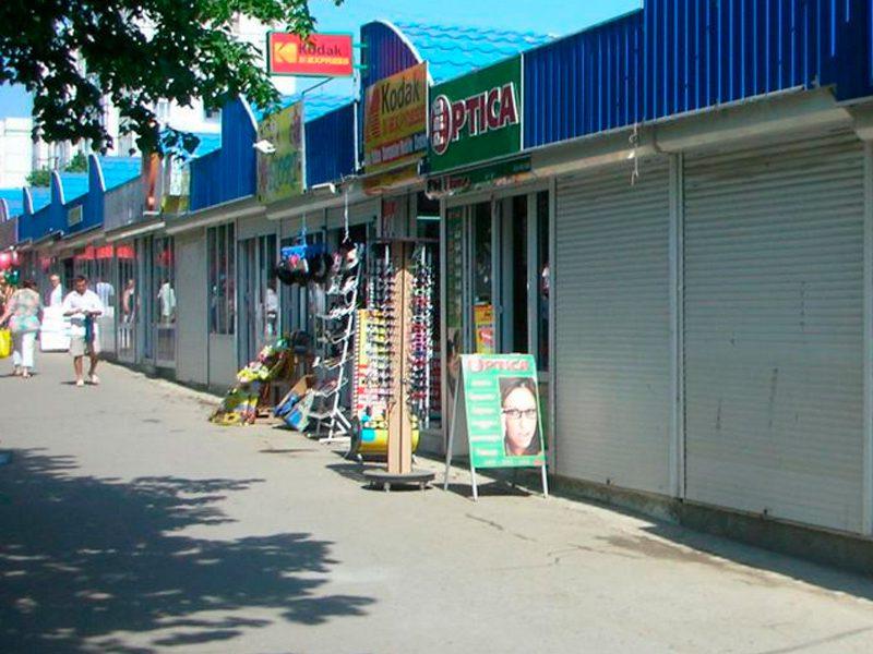 """Киоски перед столичным рынком """"Дельфин"""" будут принудительно эвакуированы после 1 июля"""