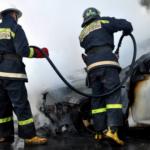 В Бельцах потушили загоревшийся на парковке автомобиль (ФОТО)