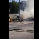 В центре столицы загорелся микроавтобус (ВИДЕО)