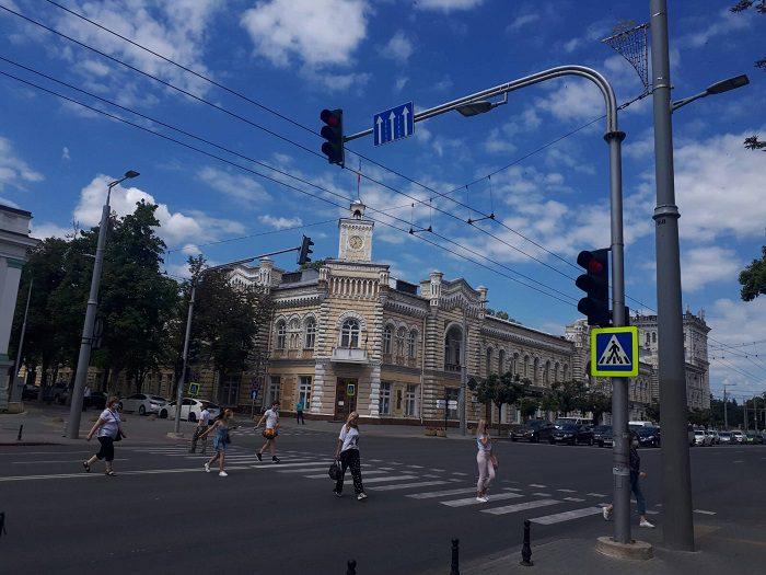 В центре Кишинёва заработал новый светофор