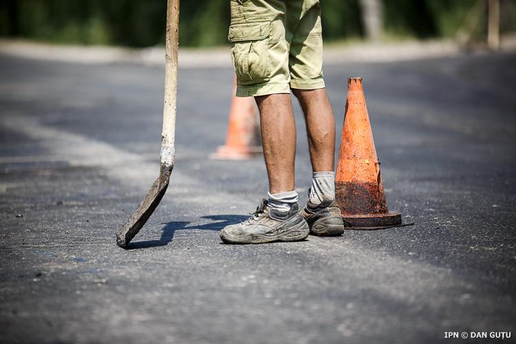 Подписаны первые четыре контракта на ремонт местных публичных дорог