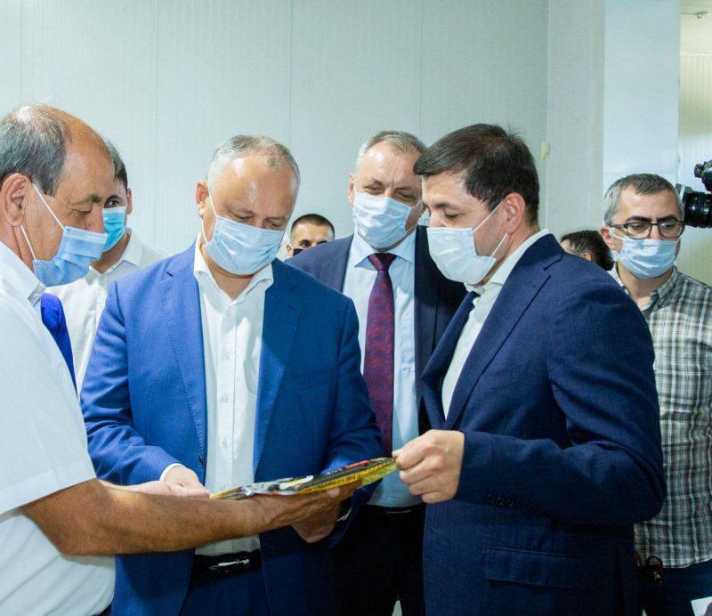 Игорь Додон посетил крупное предприятие и филиал СЭЗ в Чадыр-Лунге (ФОТО, ВИДЕО)