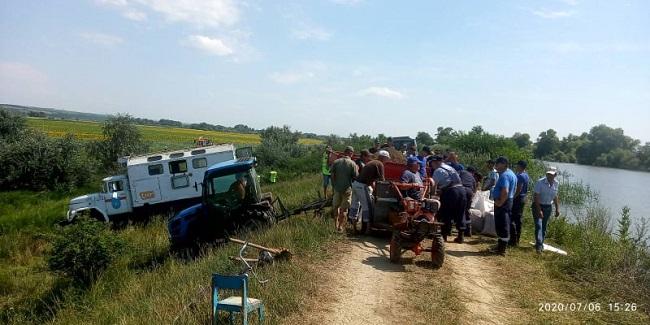 Риск затопления в Молдове: спасатели продолжают укреплять дамбы (ФОТО)