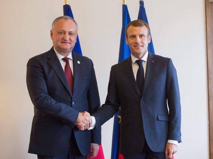 Додон поздравил Макрона с Национальным праздником Французской Республики