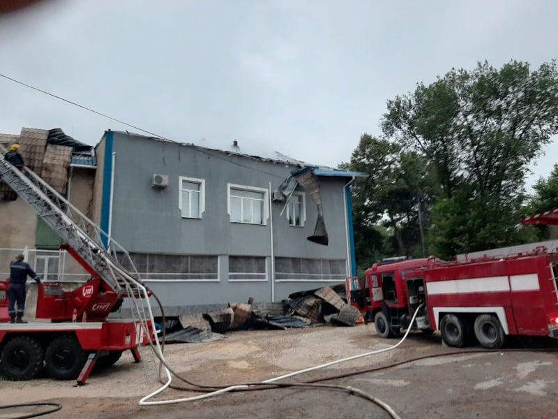 Пожар в Резине: загорелась крыша полицейского участка
