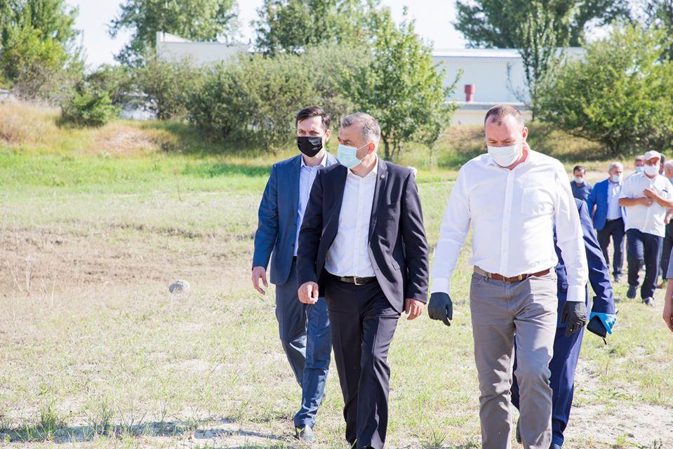 Премьер проверил ход реализации инфраструктурных проектов в Хынчештах и Яловенах