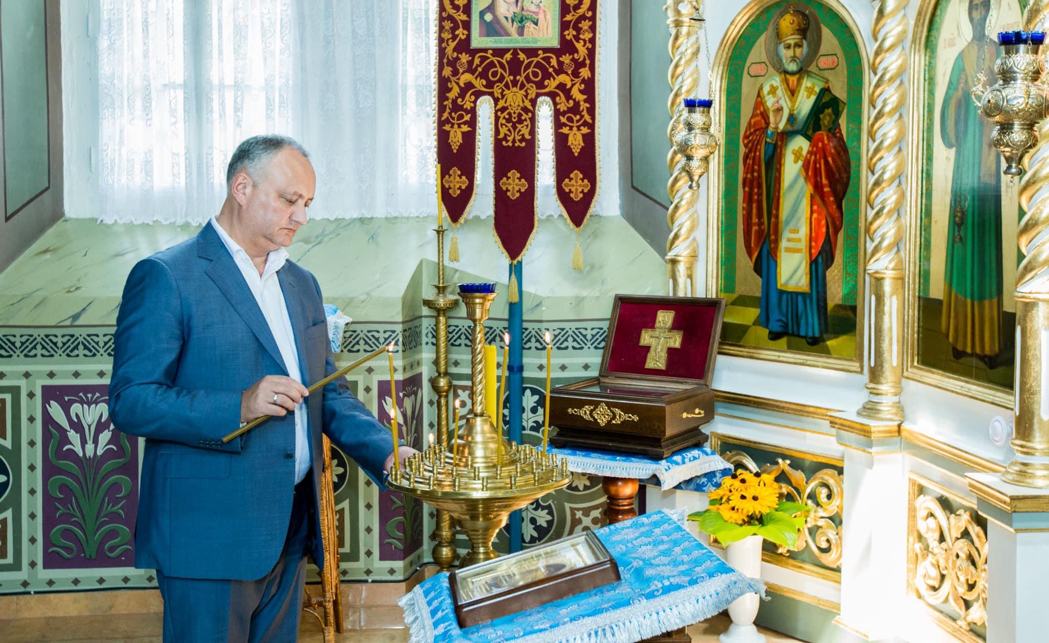 Президент помолился за мир в стране и благополучие народа в монастыре у Цигэнешть (ФОТО)