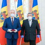 В знак признательности за заслуги: президент вручил ордена и медали военным и врачам (ФОТО, ВИДЕО)