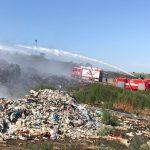 Около 40 единиц спецтехники и 85 человек задействованы в тушении пожара на свалке в Цынцэренах (ФОТО)