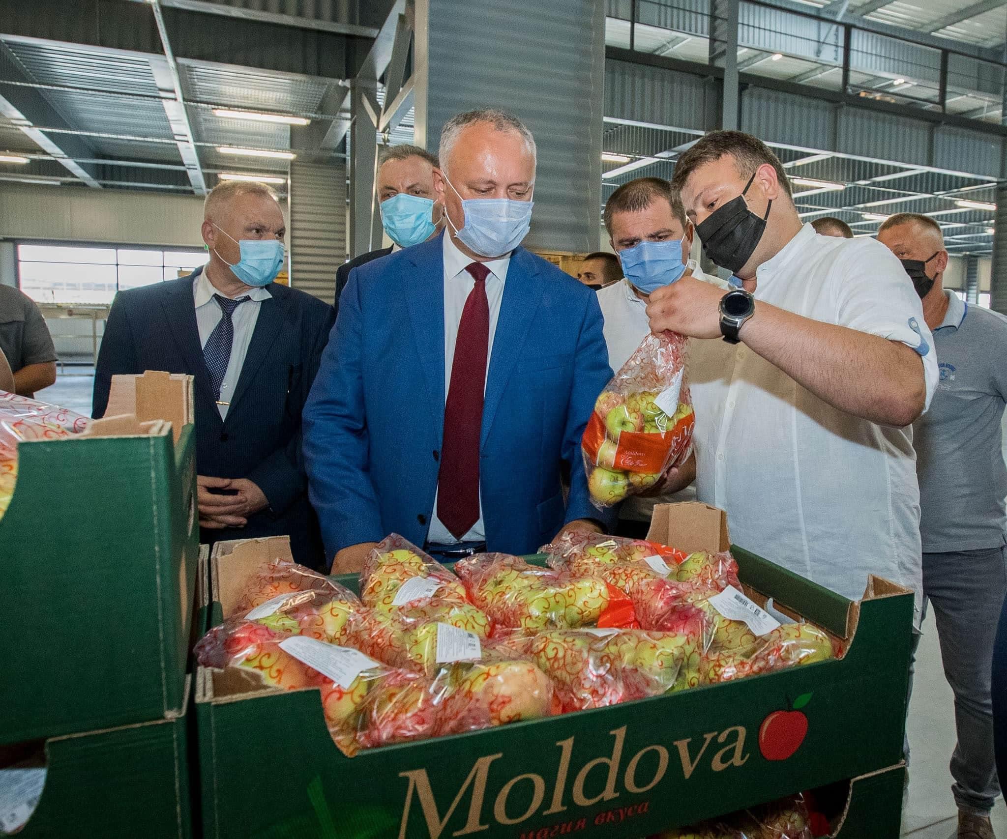 Президент ознакомился с деятельностью двух отечественных производителей (ФОТО, ВИДЕО)