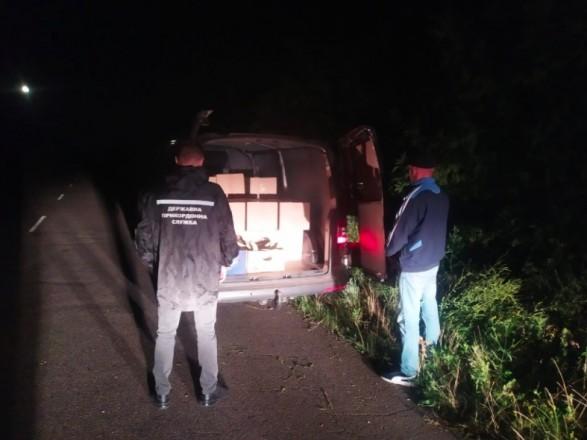 Украинские таможенники задержали внушительную партию контрабандных молдавских сигарет (ВИДЕО)