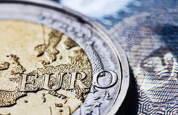 Курс валют: сколько будут стоить доллар и евро в конце недели