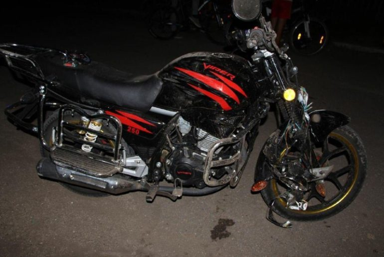 В Фалештах мотоциклист сбил переходившую дорогу пенсионерку
