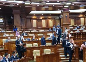 """Что это было? Депутаты """"АКУМ"""" пришли на заседание парламента, обиделись и ушли"""
