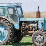 Мужчина погиб под колёсами собственного трактора в Каушанах