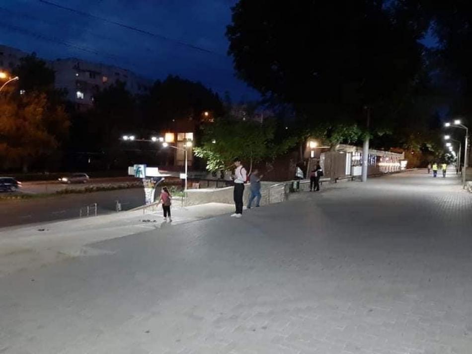 На участке аллеи проспекта Дачия подключили уличное освещение