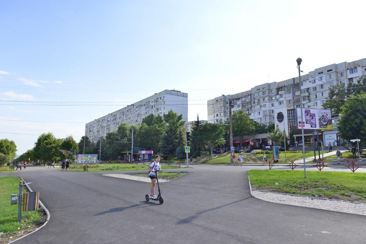 Продолжается обустройство аллеи на бульваре Мирча чел Бэтрын