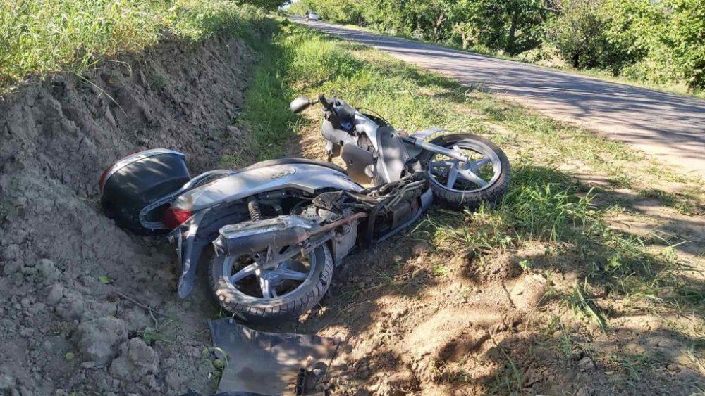 ДТП в Хынчештах: мотоциклист попал в больницу после столкновения с авто (ФОТО)
