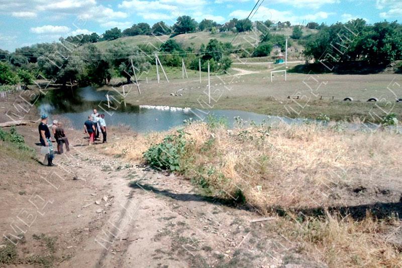 В водоотводном канале был найден труп мужчины