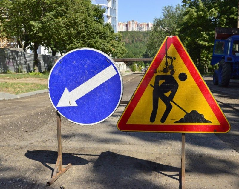 Участок улицы в центре столицы перекрыли на месяц. Как будет ездить общественный транспорт