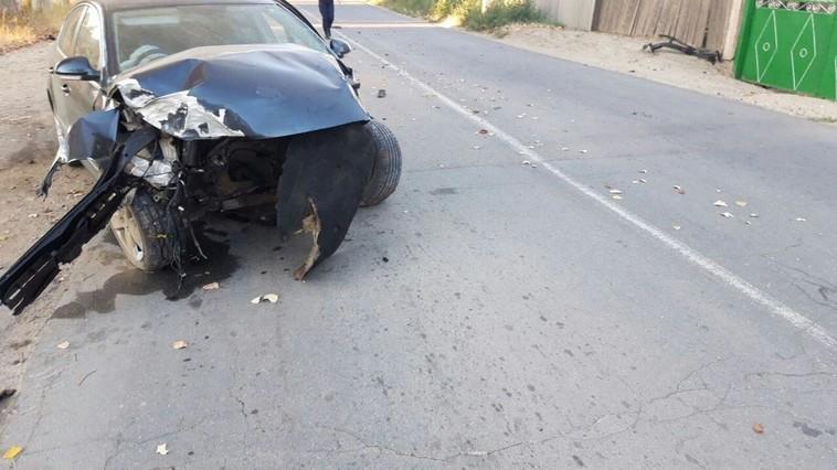 """Врезались в дерево: в """"пьяном"""" ДТП пострадали водитель и пассажир"""