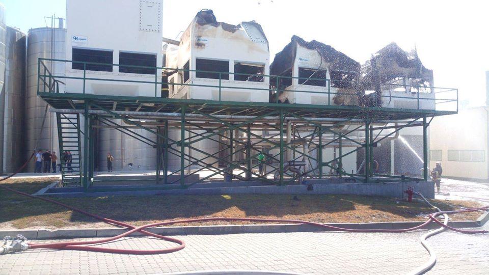 Крупный пожар потушен на заводе по производству соков в Единцах (ФОТО)