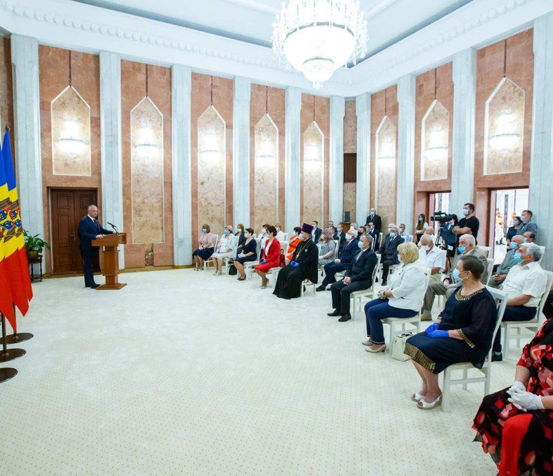 За многолетний добросовестный труд: группа граждан получила награды от президента (ФОТО)