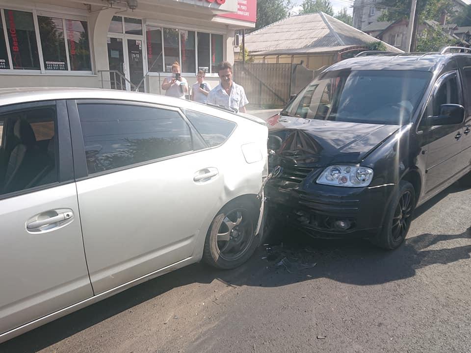 Три автовладельца попали в цепное ДТП на Буюканах (ФОТО)