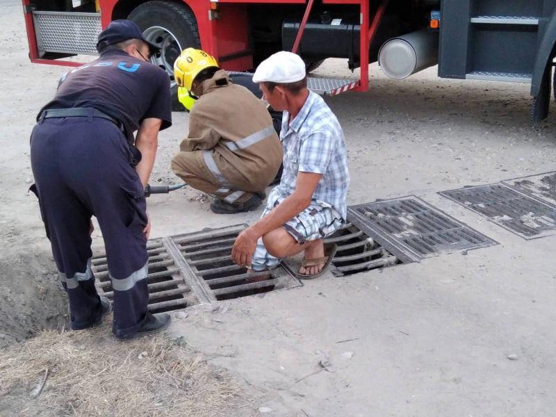 Житель Каушан застрял в решётке канализации: на помощь пришли спасатели (ФОТО)
