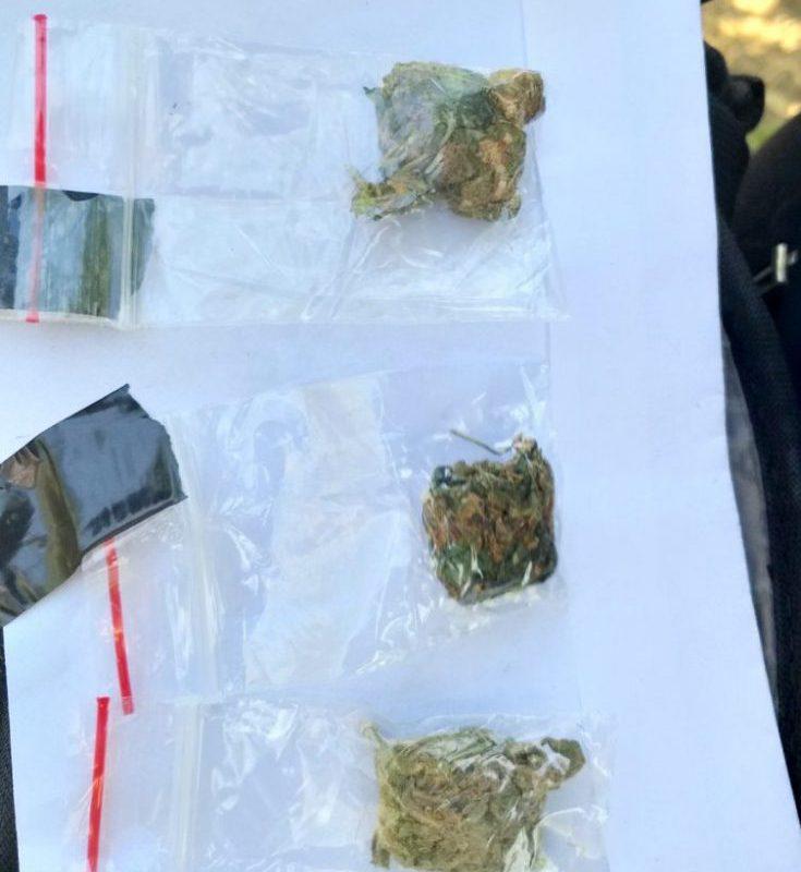 На Чеканах поймали 17-летнего юношу с наркотиками