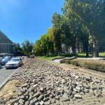 Начался ремонт тротуаров у здания правительства (ФОТО)