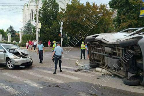 Пять пассажиров маршрутки пострадали в результате жуткого ДТП в Тирасполе (ФОТО)