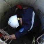 Спасатели помогли мужчине, упавшему в трёхметровую яму