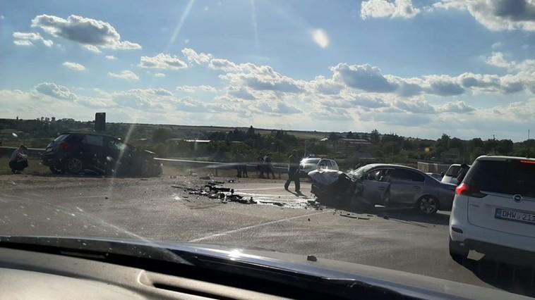 В серьёзном ДТП близ Бельц пострадала женщина-водитель (ФОТО)