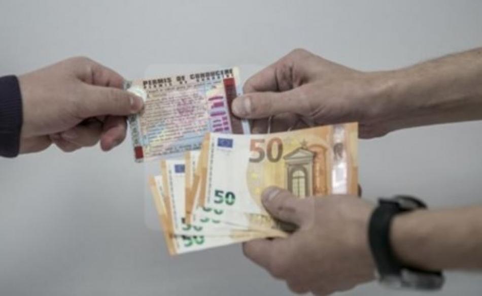 Пообещал права за 800 евро: в Единцах с поличным задержали взяточника