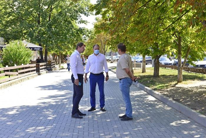 Чебан: Сегодня начинается ремонт тротуаров на улицах Пушкина и Бэнулеску-Бодони (ФОТО)