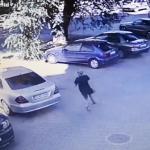 Подросток украл телефон у ребенка: юного воришку задержали (ВИДЕО)