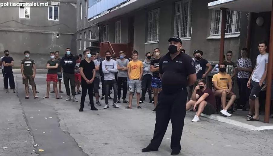 Профилактика нарушений среди молодёжи: полицейские побеседовали с учениками и студентами (ВИДЕО)