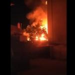 В Дурлештах пожар уничтожил крышу дома и сарай (ВИДЕО)