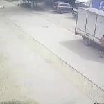 На Рышкановке вор-рецидивист обчистил припаркованный грузовик. Момент кражи попал на камеру (ВИДЕО)
