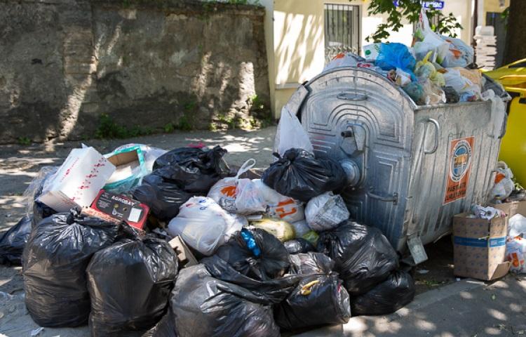 За выброс мусора в чужие контейнеры грозят штрафы